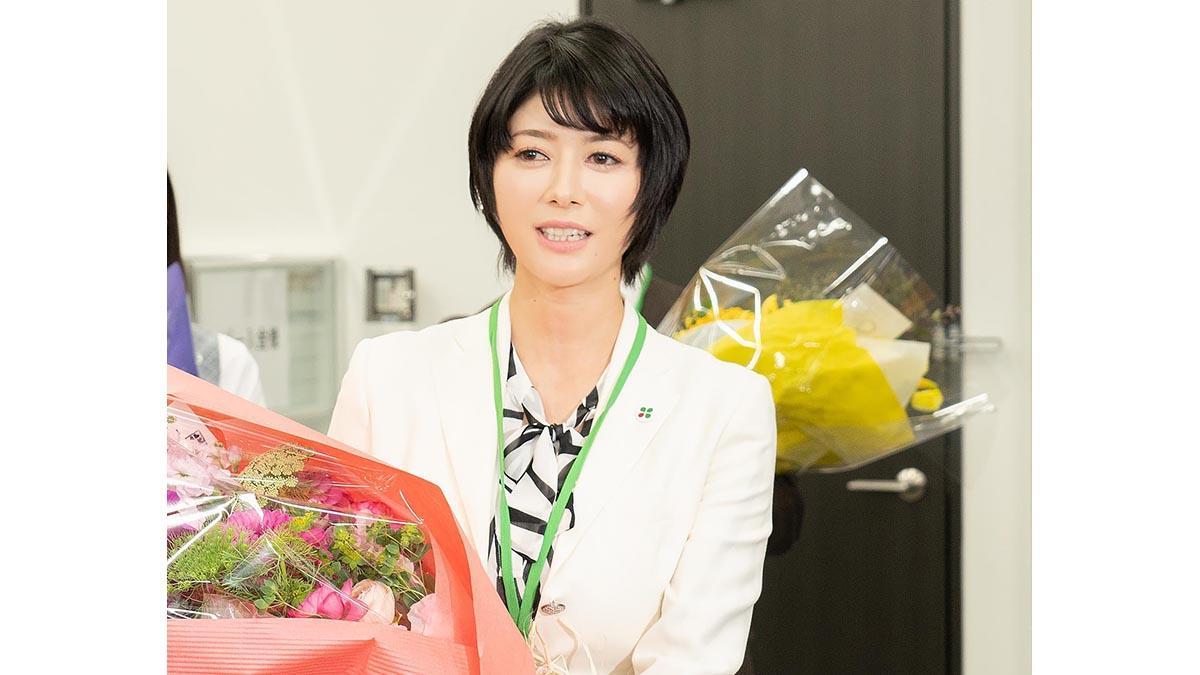 真木よう子『よつば銀行』撮影クランクアップに「続編もあればいいな」