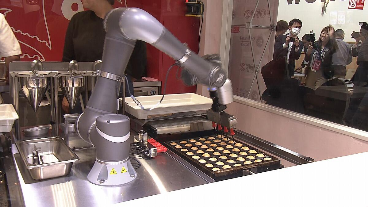 イトーヨーカドーに「たこ焼きロボット」導入