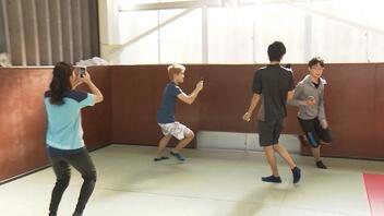 名門高校の体育でスマホゲーム!!