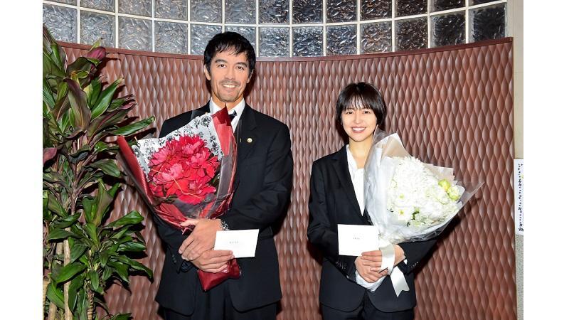 『ドラゴン桜』阿部寛&長澤まさみが生徒に見守られクランクアップ!